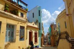 Bâtiments coloniaux colorés avec la vieille voiture de vintage, La Havane, Cuba photo stock