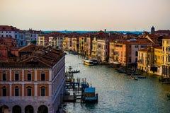 Bâtiments colorés à Venise avant coucher du soleil photographie stock libre de droits