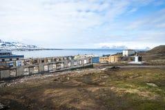 Bâtiments détruits dans Barentsburg, ville russe dans le Svalbard Photographie stock