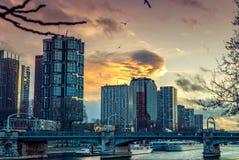 Bâtiments d'affaires d'horizon de Paris images stock