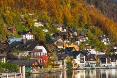 Bâtiments dans Hallstatt pendant l'automne Photos stock