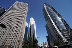 Bâtiments dans Shinjuku, Tokyo, pendant le matin Photos stock