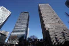 Bâtiments dans Shinjuku, Tokyo, pendant le matin Photographie stock libre de droits