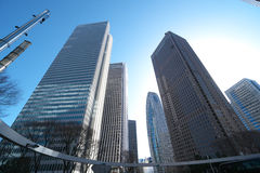 Bâtiments dans Shinjuku, Tokyo, pendant le matin Image stock