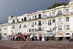 Bâtiments de bord de mer à Tanger, Maroc images libres de droits