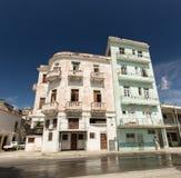 Bâtiments de décomposition par le bord de mer à La Havane, Cuba Images stock