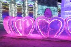 Bâtiments de glace et de neige du festival 2018 de glace de Harbin - coeurs d'amour -, amusement, sledging, nuit, porcelaine de v Images stock