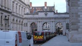 Bâtiments de gouvernement à la rue du Roi Charles à Londres banque de vidéos