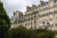 Bâtiments de Haussmann et leurs façades sur Ile de la Cité, Paris, photos stock