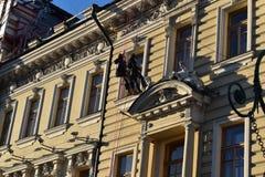 Bâtiments de quai de canal de St Petersbourg vieux Photographie stock