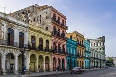 Bâtiments du Cuba sur la rue principale dans Havanna Photo stock