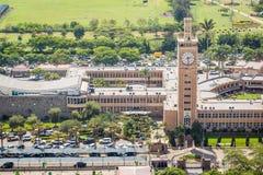 Bâtiments du Parlement du Kenya au centre de la ville de Nairobi Image stock