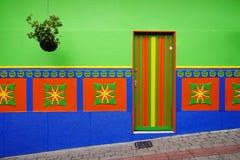 Bâtiments en général colorés dans Guatape image stock