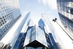 Bâtiments en verre modernes à Paris Photos stock