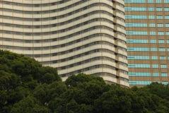 Bâtiments et arbres Photographie stock libre de droits