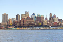 Bâtiments et East River de Brooklyn Image libre de droits