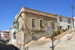 Bâtiments et maisons typiques dans Algarve, Portugal Images stock