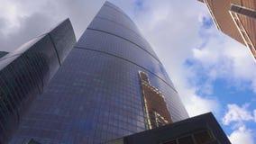 bâtiments Haut-en hausse au district des affaires de la ville métropolitaine clips vidéos