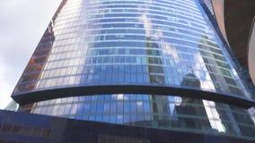 bâtiments Haut-en hausse au district des affaires de la ville métropolitaine banque de vidéos
