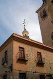 Bâtiments historiques avec des avants de dentelle de Madrid image stock