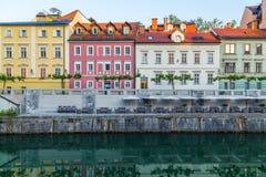 Bâtiments le long de la rivière de Ljubljana Photos libres de droits