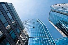 Bâtiments modernes bleus d'architecture Photographie stock