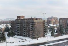 Bâtiments modernes de logement avec les fenêtres énormes et balcons à Montréal Photos libres de droits