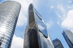 Bâtiments modernes dedans en centre ville Images libres de droits
