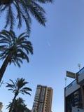 Bâtiments, plage, été, yachts dans le port d'Alicante Photographie stock libre de droits
