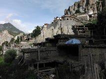 Bâtiments résidentiels abandonnés et Monastary de Braka Photos stock