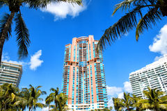 Bâtiments résidentiels, hôtel ou maisons de plage du sud de Miami hauts Image libre de droits