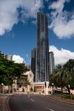 Bâtiments reflétés ayant beaucoup d'étages à Brisbane Photos stock
