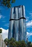 Bâtiments reflétés ayant beaucoup d'étages à Brisbane Photographie stock libre de droits
