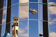 Bâtiments reflétés dans les fenêtres Photos libres de droits