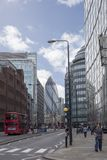 Bâtiments rouges d'autobus et de ville de Londres images libres de droits