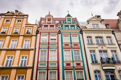 Bâtiments sur la place médiévale du marché à Wroclaw, Pologne images libres de droits