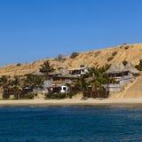Bâtiments sur la plage dans Mancora, Pérou Photos libres de droits