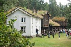 Bâtiments traditionnels en bois blancs, Norvège Image libre de droits