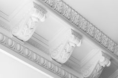 Bâtis décoratifs ronds de soulagement de stuc d'argile Photographie stock libre de droits