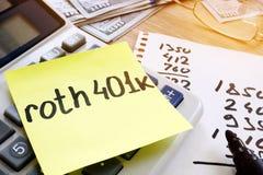 Bâton avec le roth 401k de mots et l'argent Retraite Images stock