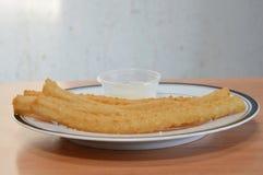 Bâton cuit en friteuse espagnol de la pâte de Churros Photographie stock