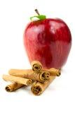 Bâton de cannelle avec la pomme Photo libre de droits