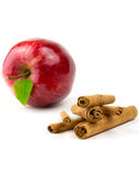 Bâton de cannelle avec la pomme Image stock