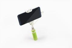 Bâton de Selfie avec le téléphone portable d'isolement sur Gray Background Images stock