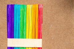 bâton en bois coloré de crème glacée  Photographie stock libre de droits