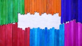 Bâtons colorés de crème glacée avec l'espace vide en bois Photos libres de droits