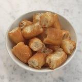 Bâtons cuits à la friteuse de la pâte Photo libre de droits