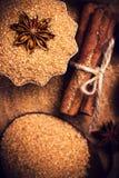 Bâtons de cannelle d'ingrédients de cuisson, anis d'étoile et canne s brun Image stock
