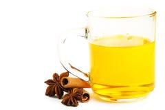 Bâtons de cannelle de thé et anis d'étoile jaunes Images stock