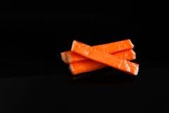 Bâtons de crabe sur le fond noir Photographie stock libre de droits